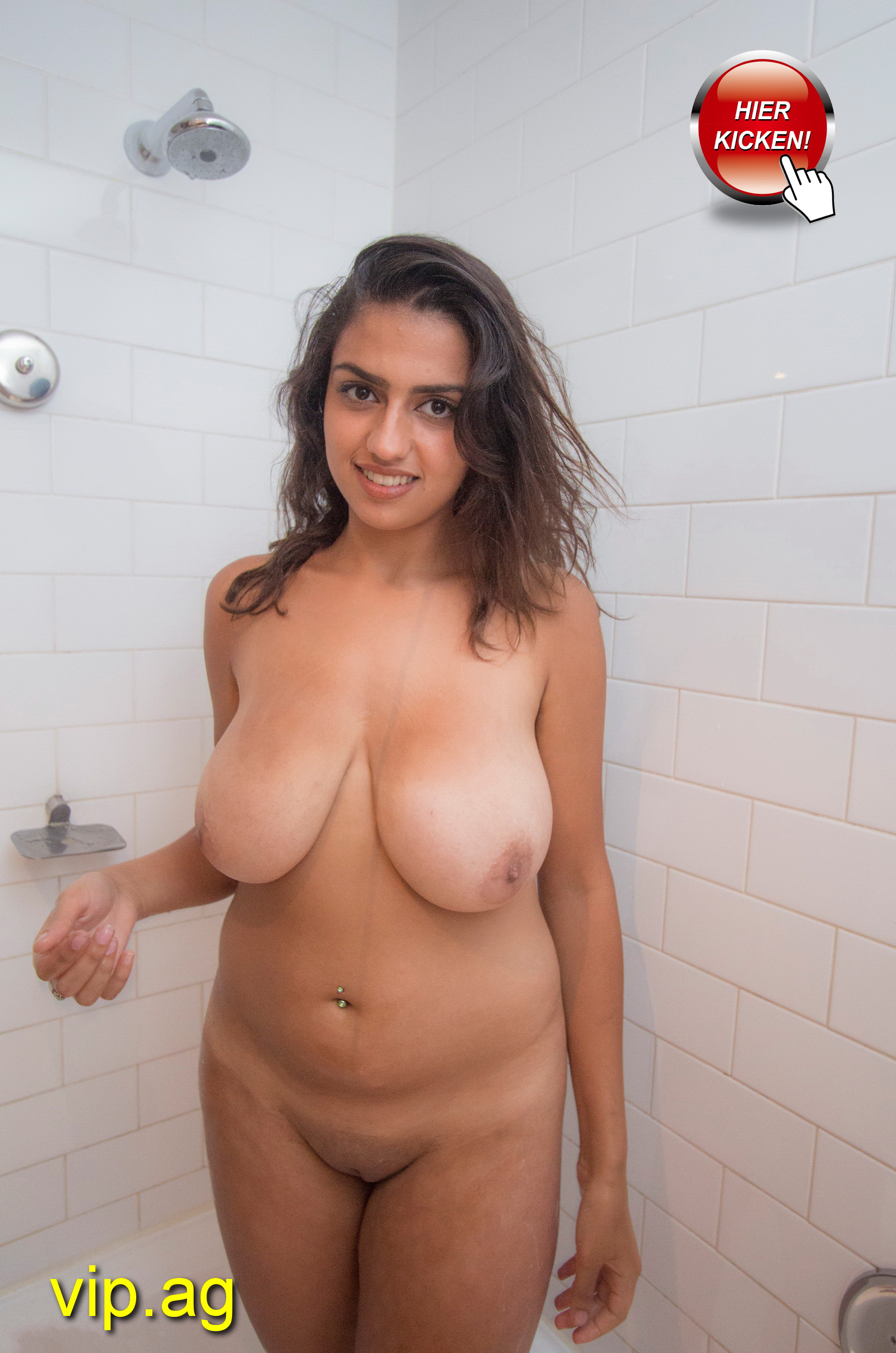 monströse Brüste Simone
